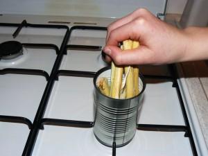 Mettre vos morceaux de bois dans le boîte.