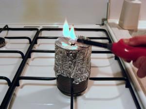 Vérifiez si le gaz qui s'échappe crée une flamme.